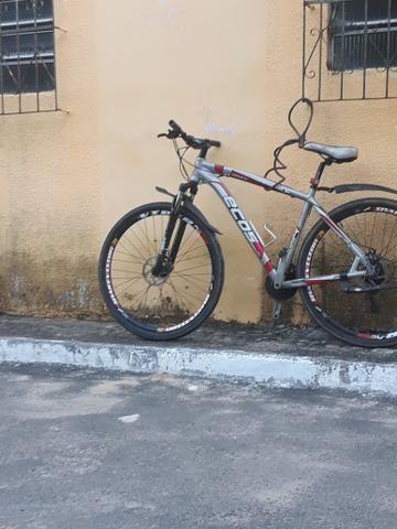 Bicicleta aro 29 quando de alumínio grosso. freio a disco raio inox rolamento toda shimano
