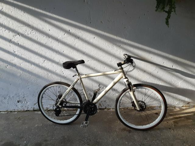 Bicicleta de alumínio freio a disco