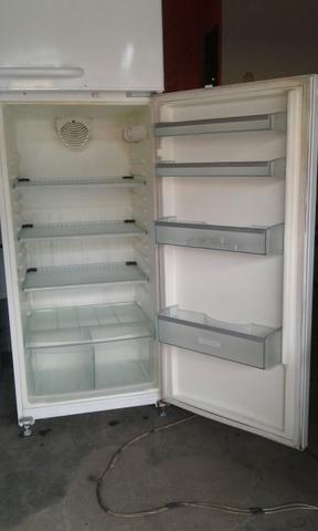 Vendo essa geladeira de duas portas gelo seco