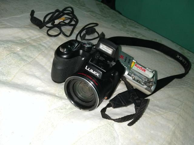 """Estou vendendo uma máquina fotográfica da marca """"lumix"""""""