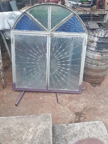 Grade janela com vidros