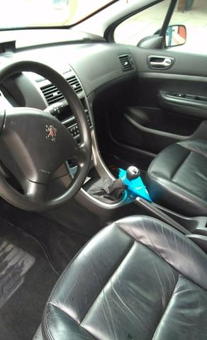 Vendo Peugeot 307 Presenc ano 2006 com ar direção airbags interior em couro valor 18000 - Foto 20