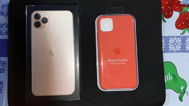 Iphone 11 pro max 64gb com case de silicone - Foto 2