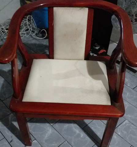 2 cadeira imitacao a mogno estilosa.