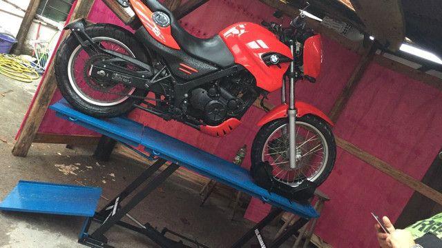 Elevador de motos de  fabrica 350 kg - zap 24horas deixe seu número  - Foto 7