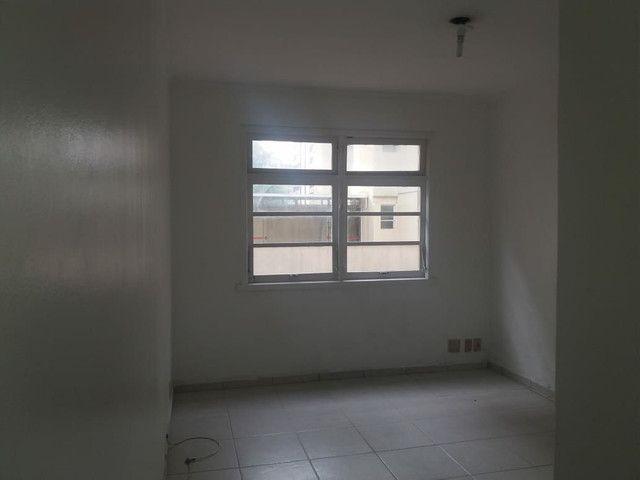 Aluga se Ótimo Apartamento 2 Quartos na Av. Carlos Gomes - Foto 13