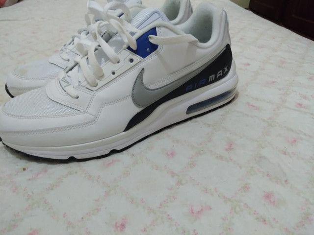Vendo tênis  Air Max branco masculino! Usado somente 2 vezes original500,00 número 43/44 - Foto 2
