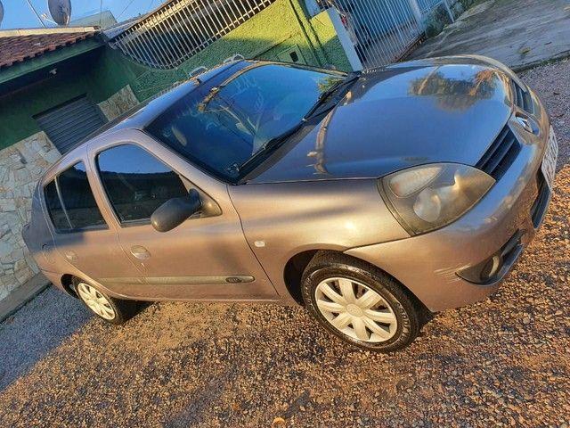 Clio Sedan Expression 1.0 16v 2005/2006 - Foto 2