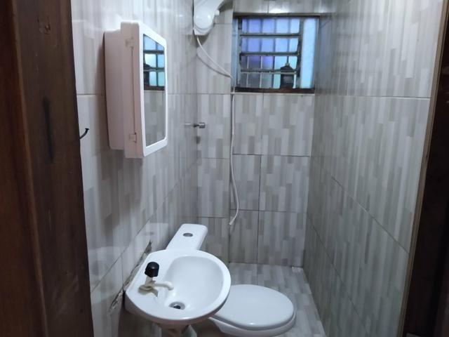 Kit Net para alugar, de um quarto cozinha e sala casa toda no blindex recém reformada - Foto 3