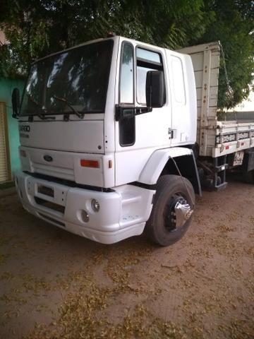 Vende-se este caminhão, aceitamos carro e uma parte em dinheiro - Foto 2