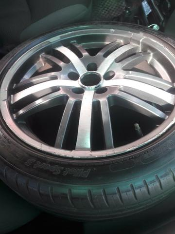"""Vende-se jogo de rodas 17"""" 5 furos com pneus meia vida!"""
