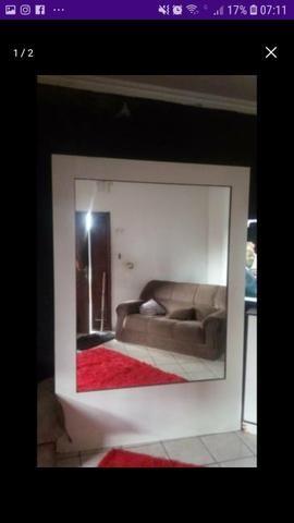 Vendo lindo móvel com espelhos dos dois lados