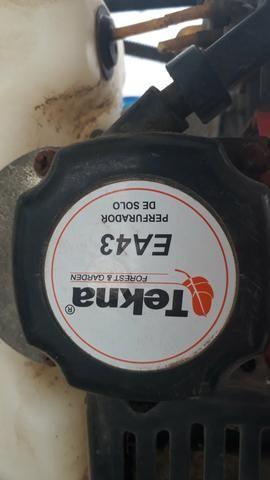 Perfurador de Solo Tekna EA43 à gasolina