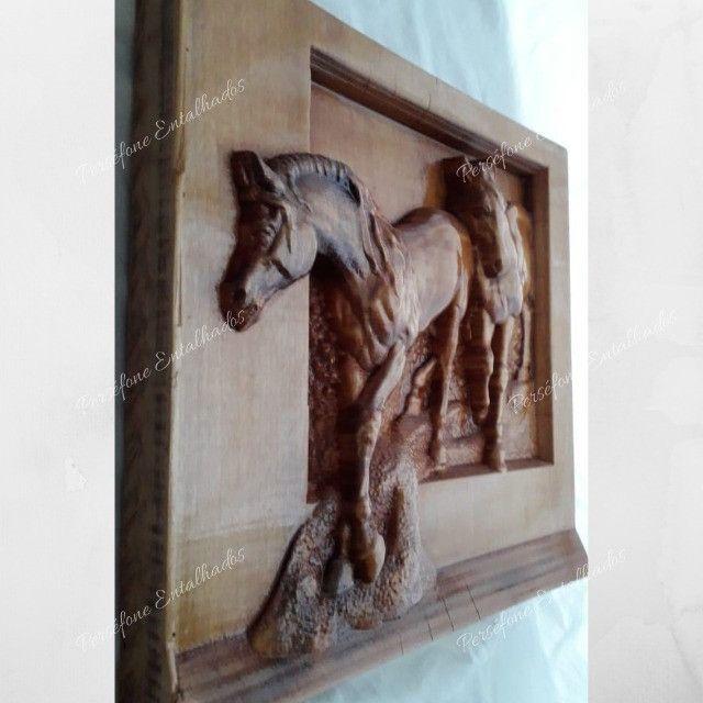 Cavalo Entalhado em madeira nobre - Foto 3