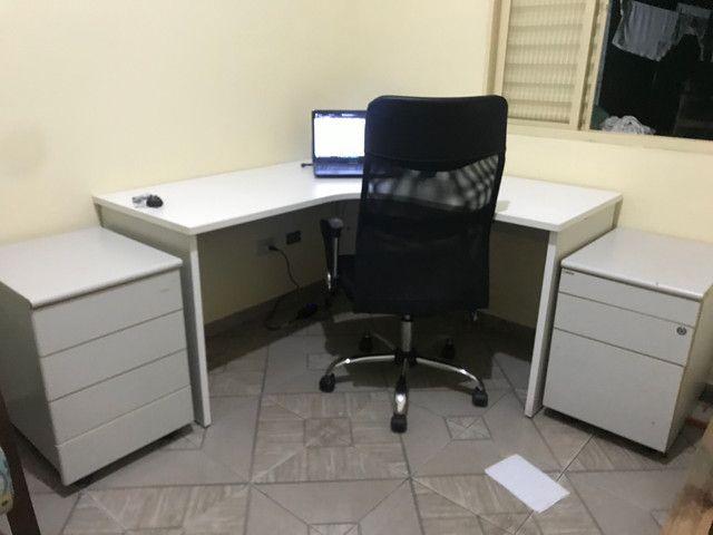Mesa de escritório seminova e 1 gaveteiro