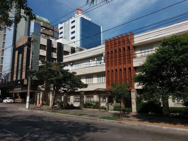 Aluga se Ótimo Apartamento 2 Quartos na Av. Carlos Gomes - Foto 9