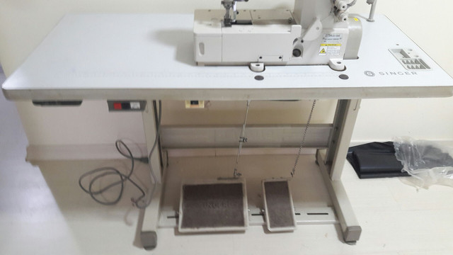 Vendo Máquina de Costura Galoneira 2754 - Foto 2