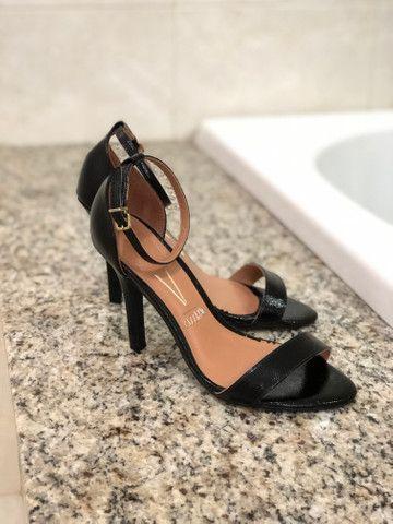 Sandália Preta e Vermelha - Foto 2