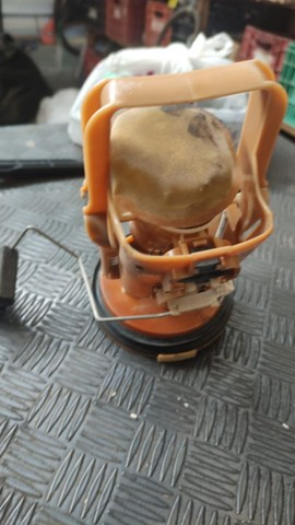 Bomba de combustível BMW 330 E46 - Foto 3
