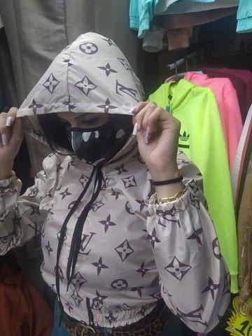 Corta vento Jaque blusa Louis Vuitton gucci Chanel  - Foto 5