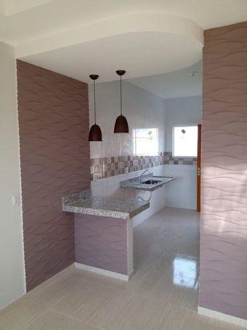 Maravilhosa casa em Itaipuaçú com uma excelente sala de estar!!!  - Foto 10