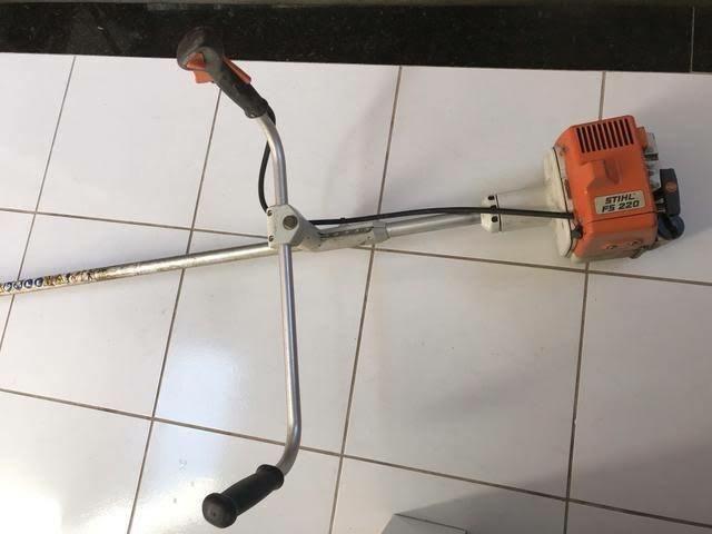 Roçadeira FS220