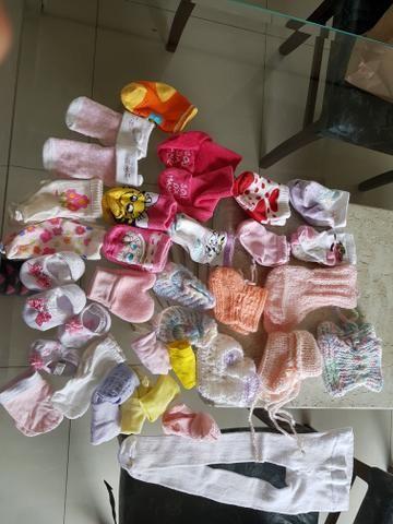 Lote de itens menina. Roupas, sapatinhos, meias, laços.De 0 a 9 meses. Em ótimo estado