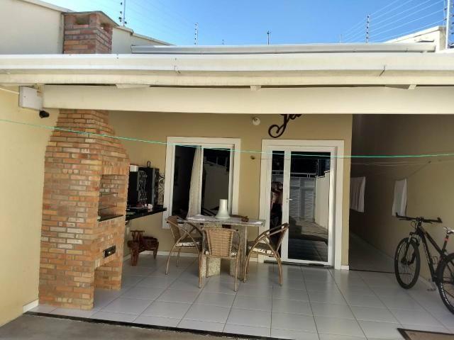 Casa com móveis planejados 3 suítes 4 vagas - Foto 2