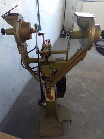 Maquina REBITADEIRA eletropneumática PIPPE VARIANNI MR 77