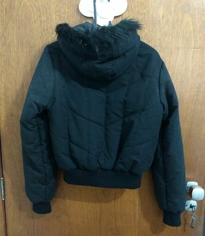 Jaqueta preta com capuz