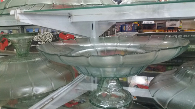 Fruteira de vidro 60 cm no centro