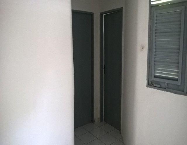Aluga-se uma casa condomínio fechado - Foto 7