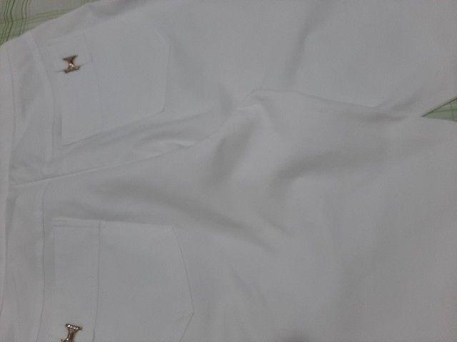 4 Bermudas brancas, 2 tamanho 44 e 2 tamanho 46.   - Foto 2
