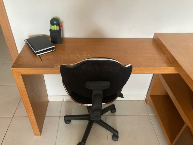 Escrivaninha de madeira (Para trabalho e/ou estudos)  - Foto 4