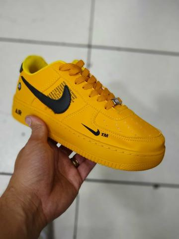 Tênis Nike air force amarelo