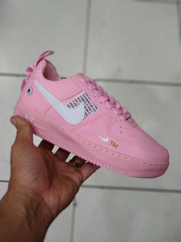 Tenis Nike Air Force lv8 rosa branco