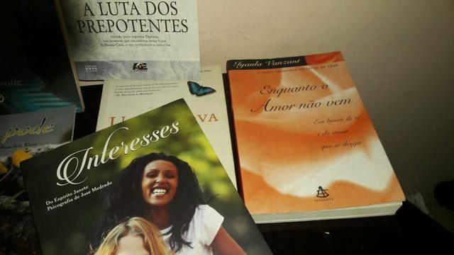 Livros seminovos - Foto 4