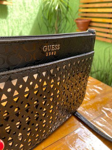 Bolsa Transversal Guess - Preta - Foto 2