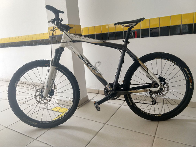 Bicicleta Scott + capacete Specialized