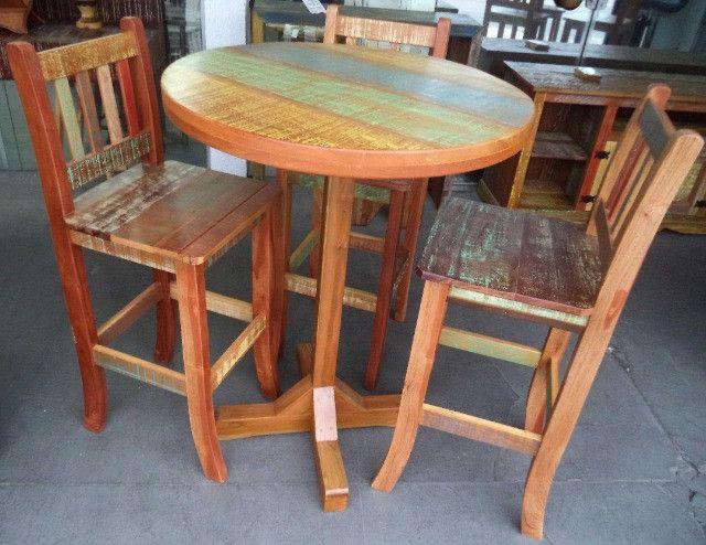 mesa alta bistro com 3 banquetas em madeira de demolição.