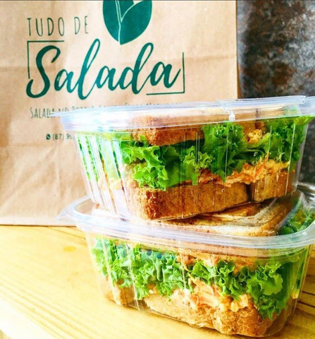 Kits de salada no pote e sanduíche natural