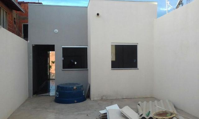Casa com 2 Quartos em Lote 150 metros/Garagem 3 Carros/Bairro Alterosa