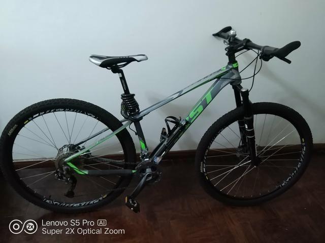 Bike First 27v 3x9 Grupo Alívio freio hidráulico