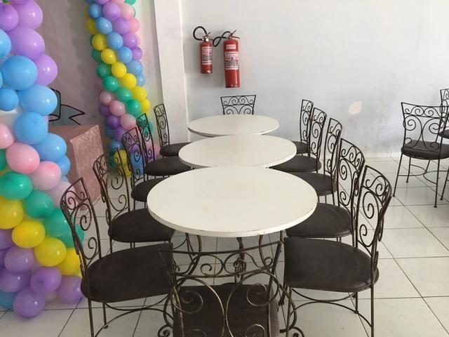Cadeiras e mesas para festas