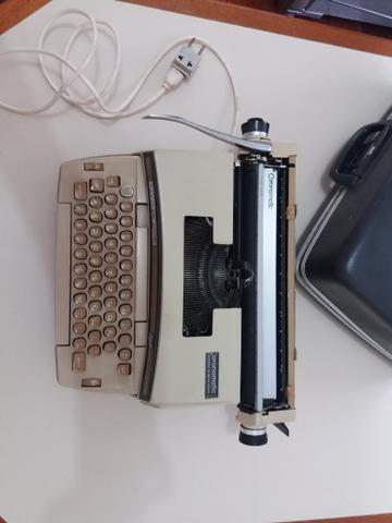 Maquina de escrever elétrica - Smith - Corona Coronet Cartridge 12 - Foto 2