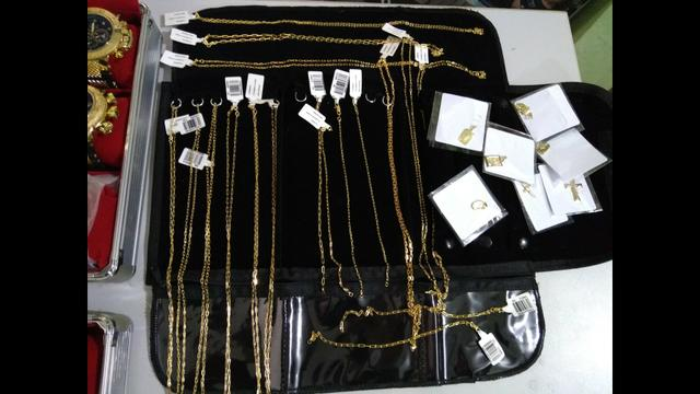 Cordões e pulseiras folheadas