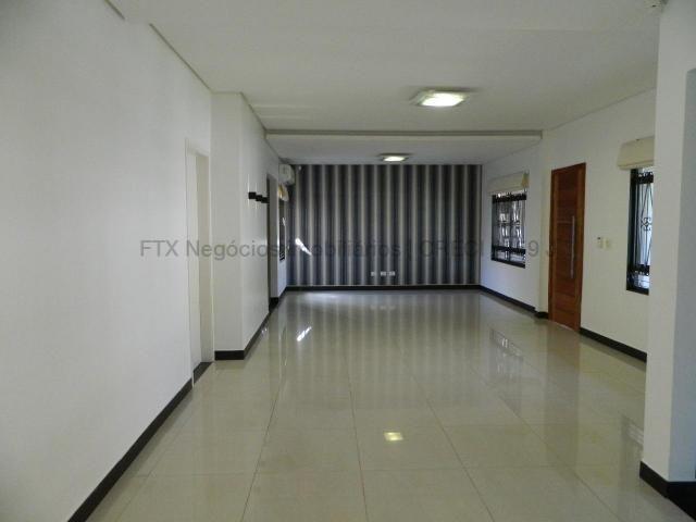 Casa moderna com sala ampla - Foto 4
