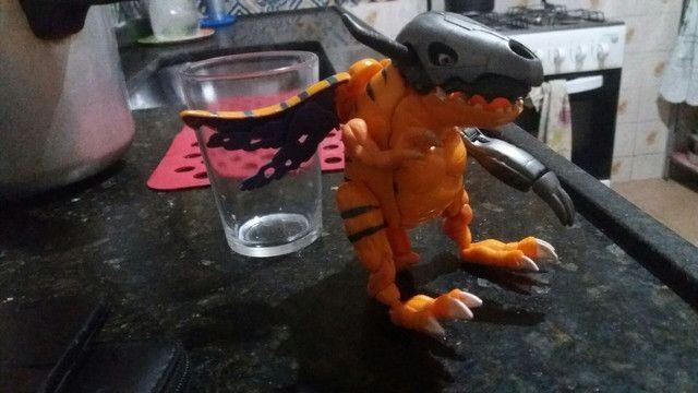 Brinquedo mostro Digimon transforme