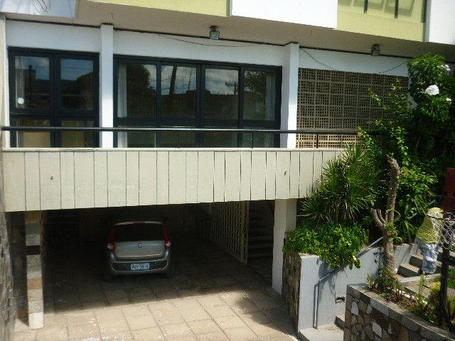 Quatro quartos um sendo suíte vaga P/5 carros - Foto 2