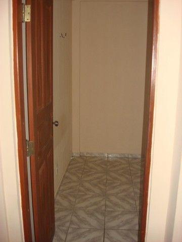 Benfica Apto com 02 Qtos, Sala, WC, Cozinha, 1 vaga para carro.(Cód.613) - Foto 8